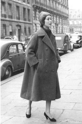 Christian Dior于1955年推出的双排扣羊毛A字形外套