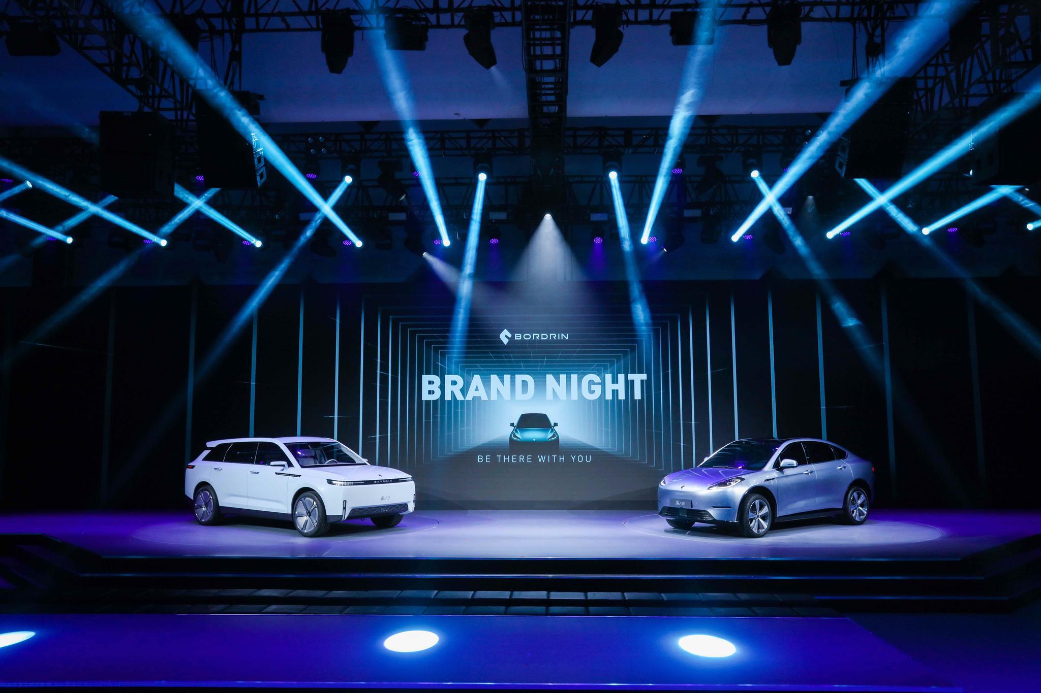 博郡汽车首款量产车型中高端智能电动跨界SUV博郡iV6和智能电动旗舰SUV博郡iV7全球首秀