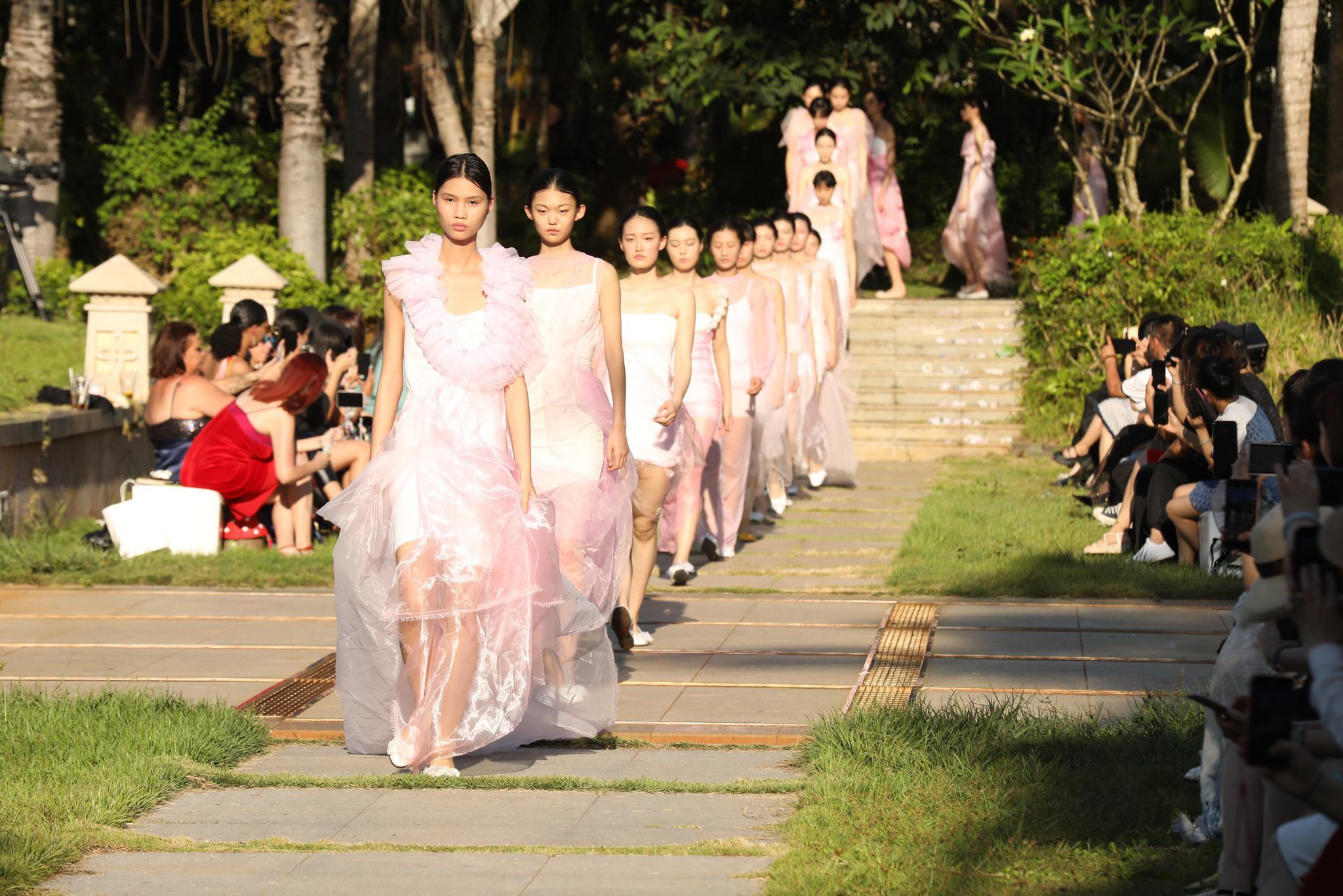 海南国际时装周之茉莉花・沁跟椰林白沙的约会