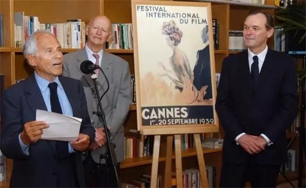1939年戛纳电影节评审团主席让-朵尔梅松在63年后颁发了这尊迟到的金棕榈奖杯