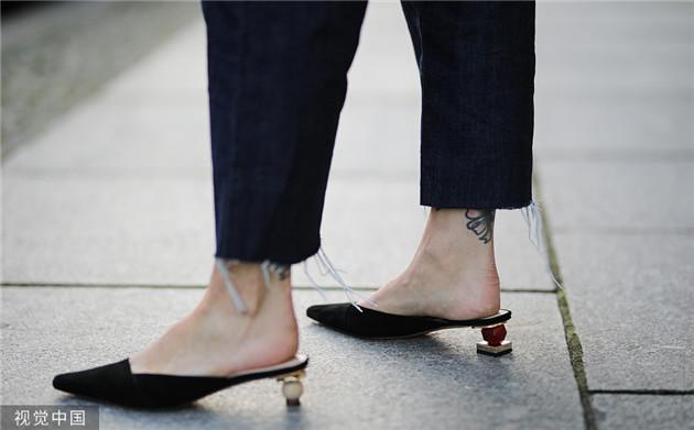 星扒客|气温飙升 热巴宋茜的新宠拖鞋帮你解决烧jio困扰