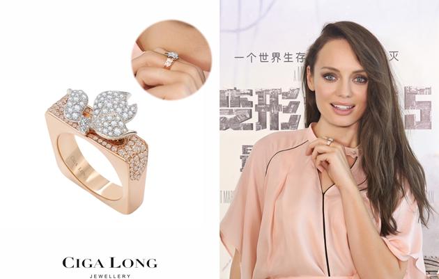 《变形金刚5》女主角劳拉·哈德克演绎Ciga Long珠宝