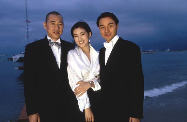 1993年,巩俐携手张国荣第一次走上了戛纳的红毯