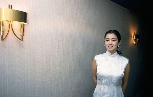 23岁的巩俐带着作品《红高粱》首次登上戛纳电影节
