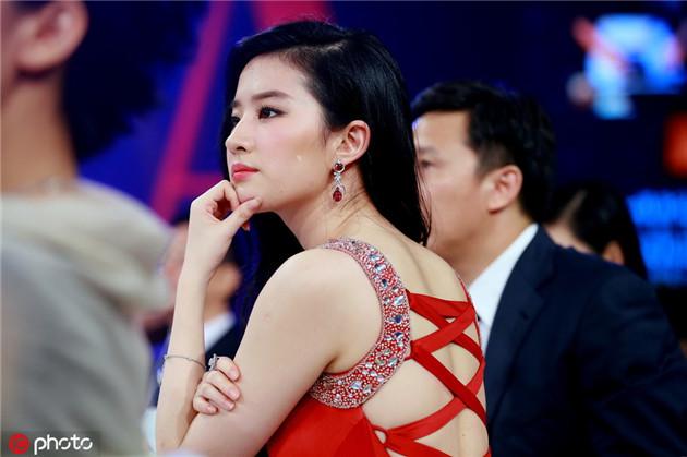 劉亦菲穿紅色露背禮服