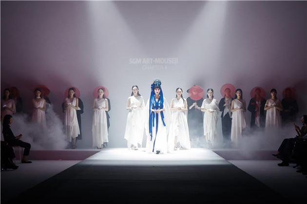 苏州工艺美术职业技术学院美院师生服装设计作品亮相22SS中国国际时装周