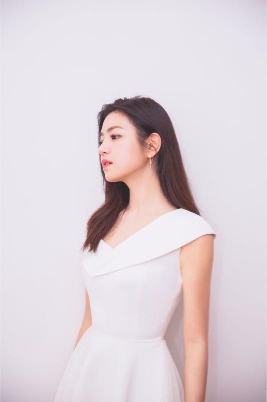 陈妍希一袭白裙气色状态满分