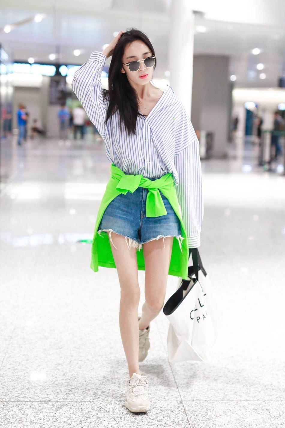王紫璇街拍上演腿玩年 撩发帅气出街时髦不费力
