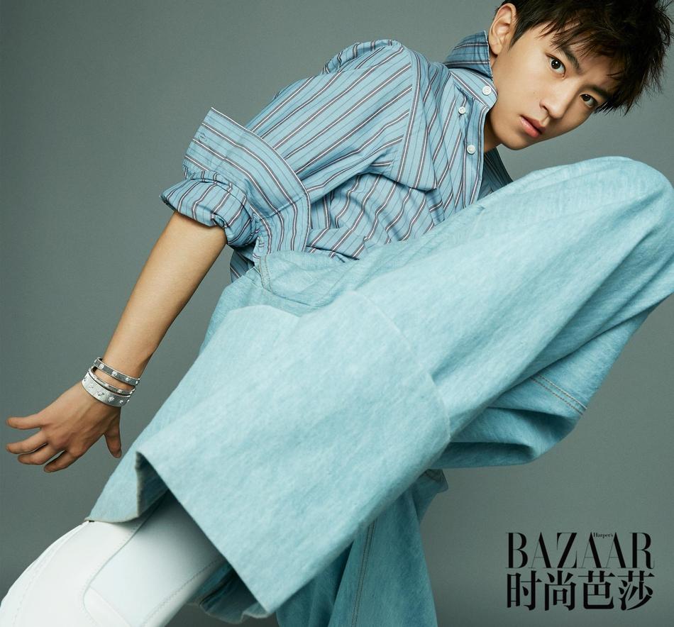 王俊凯 继去年金九刊再登《时尚芭莎》十月刊封面,身着Dolce&