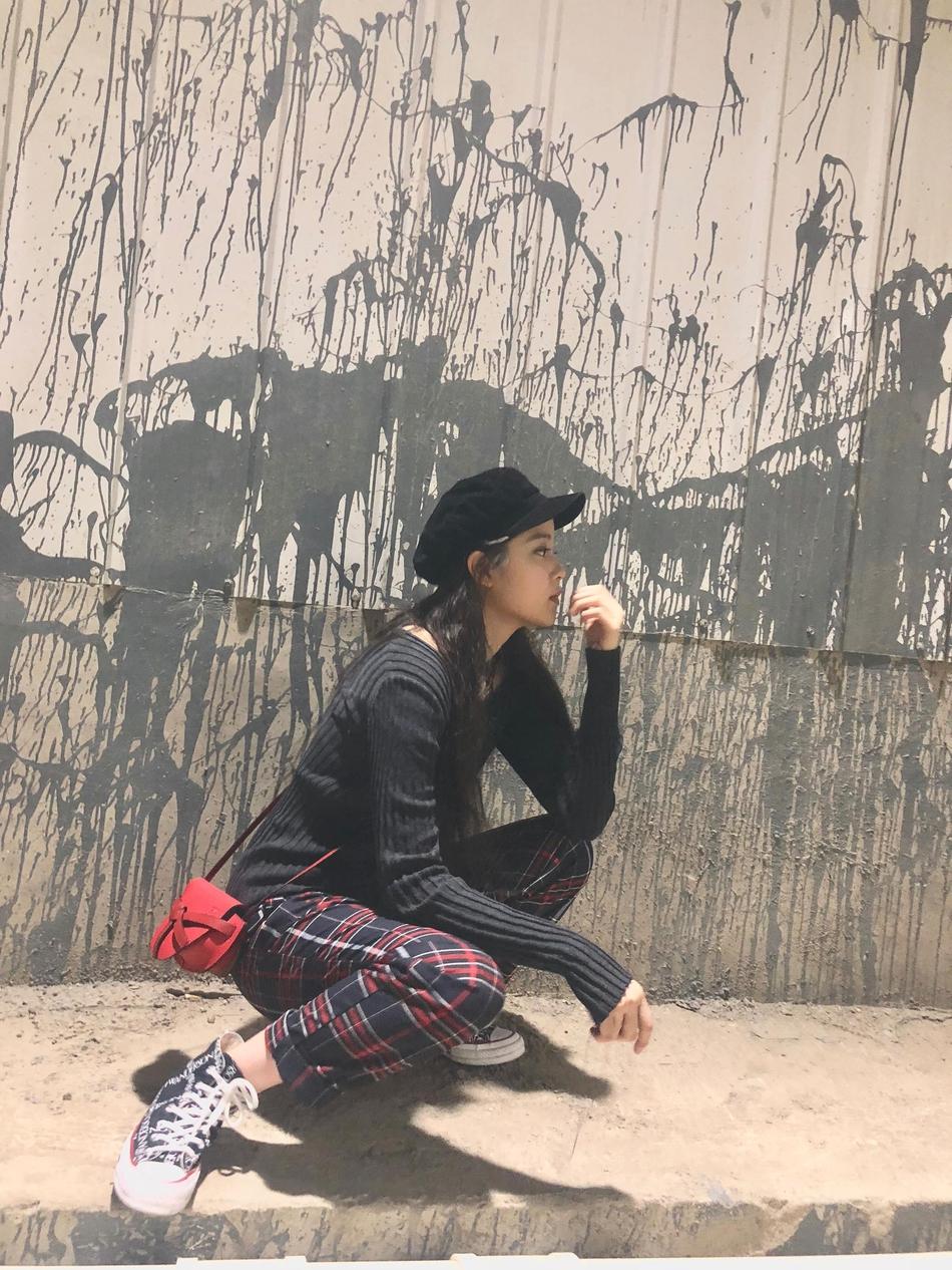 欧阳娜娜最新街拍 展示轻熟少女风