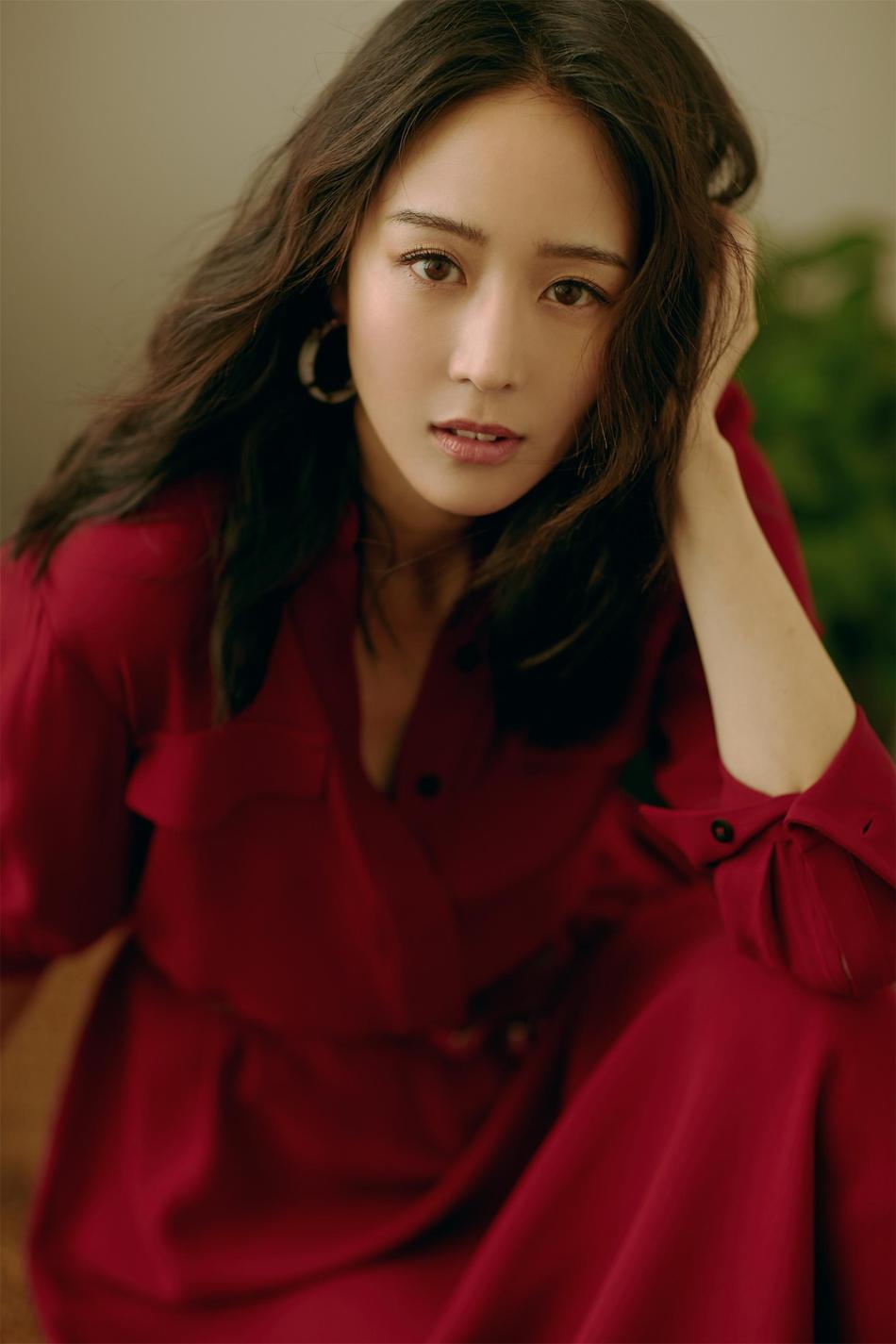 张钧甯七夕红裙撩粉 尽显异域迷人魅力