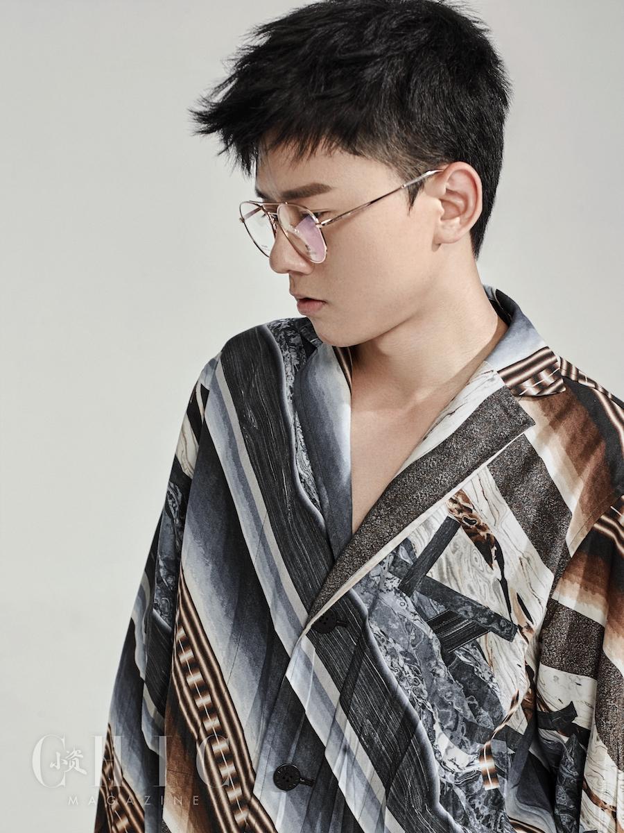张杰登《小资风尚》封面 黑白写真淡定沉稳