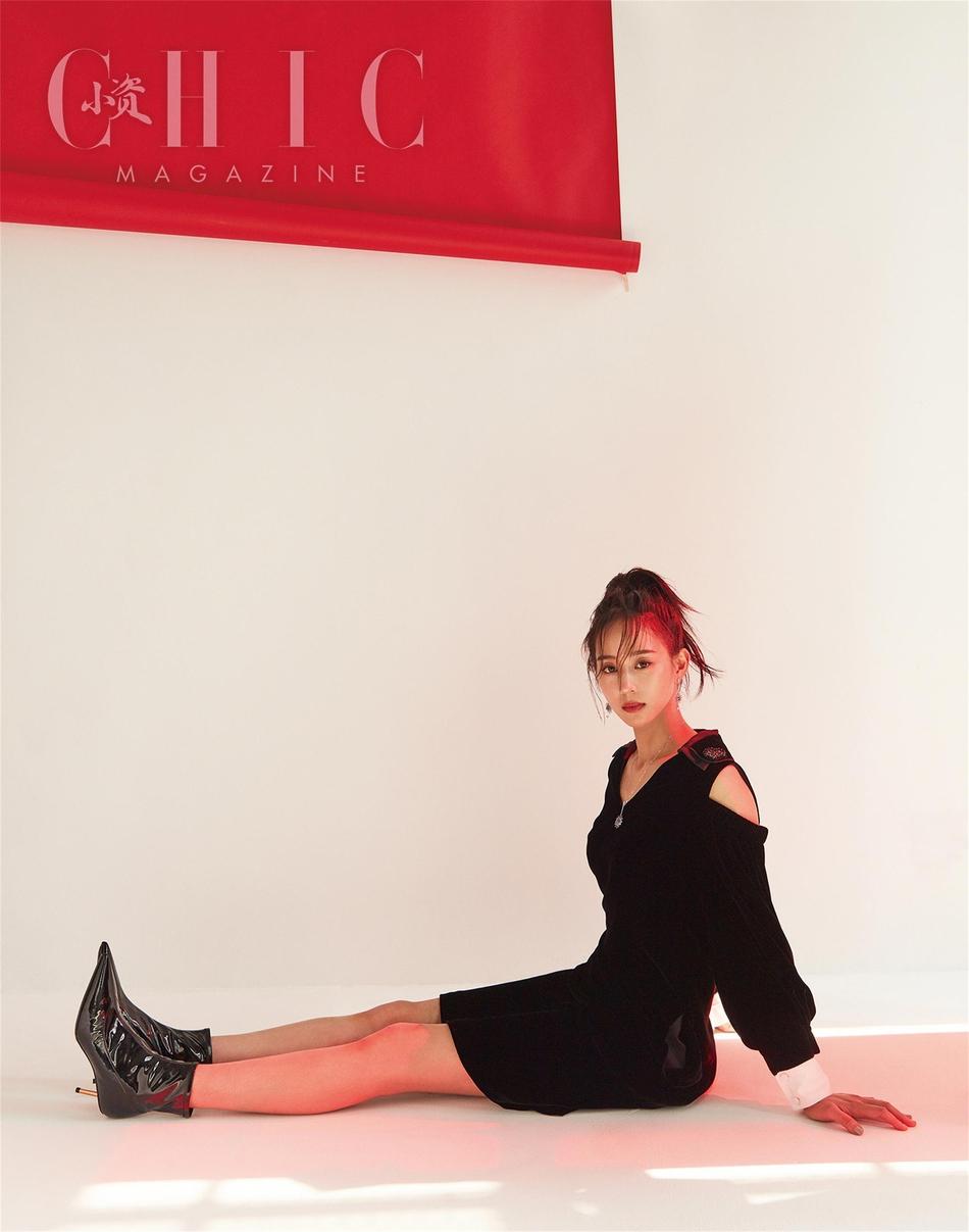 张钧甯登《CHIC》八月刊封面 露肩短裙优雅迷人