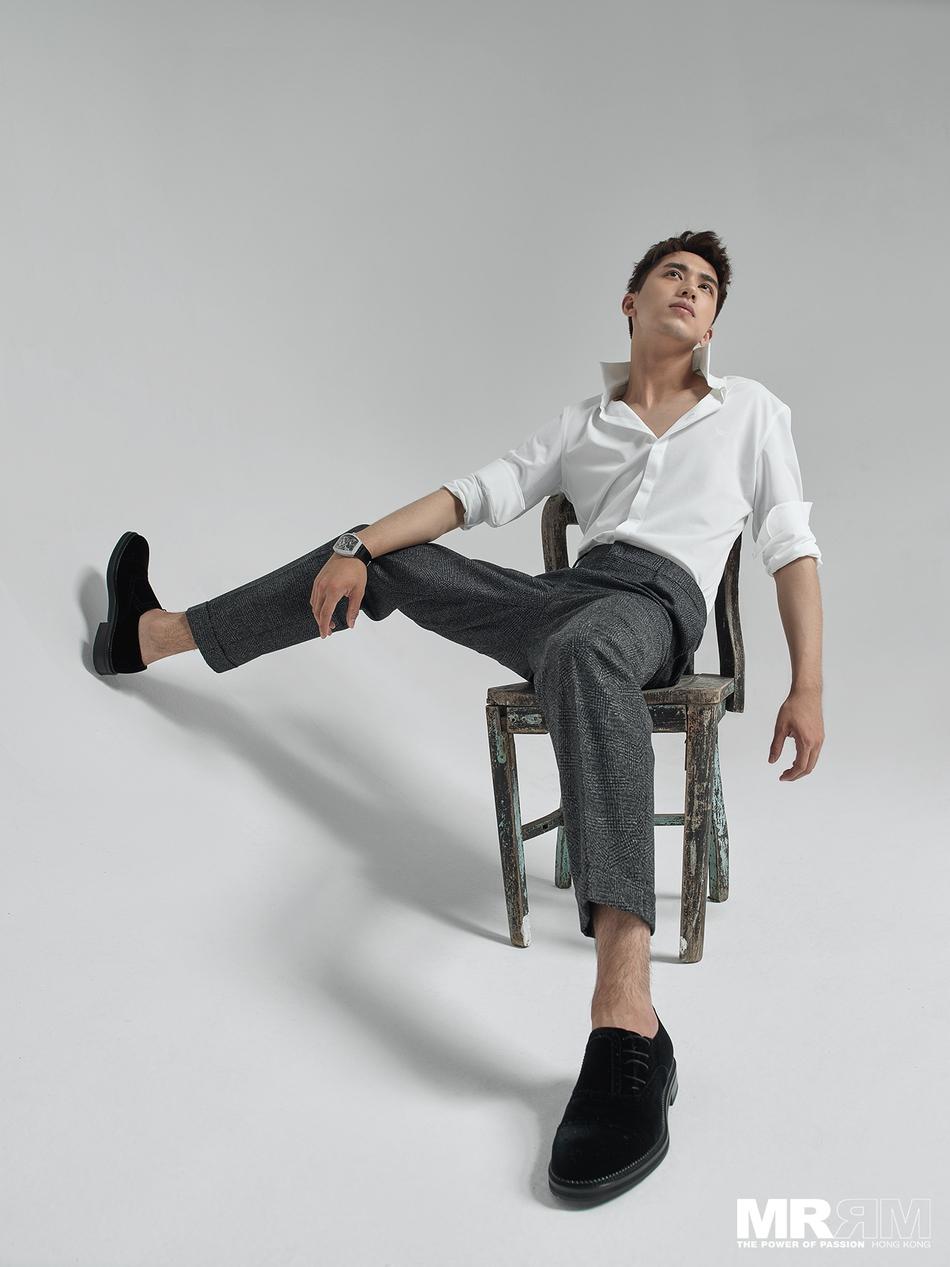 """许魏洲登《MR.RM杂志》杂志封面 阳光少年展""""轻熟""""魅力"""