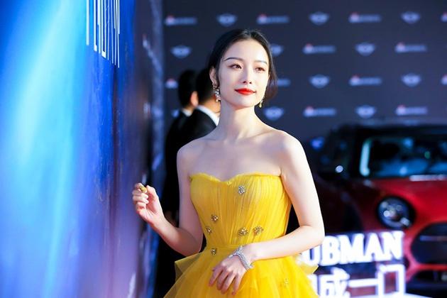 倪妮一席黄纱裙现身2019风格大赏红毯
