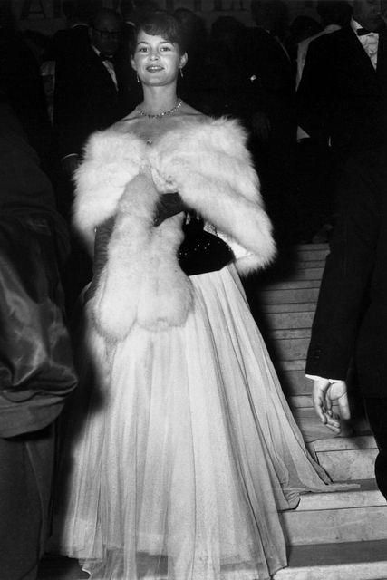 Brigitte Bardot亮相1953年戛納紅毯
