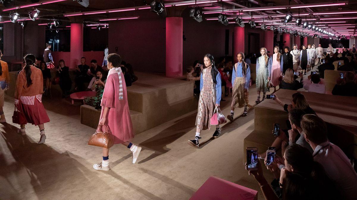 Prada 2020早春时装秀