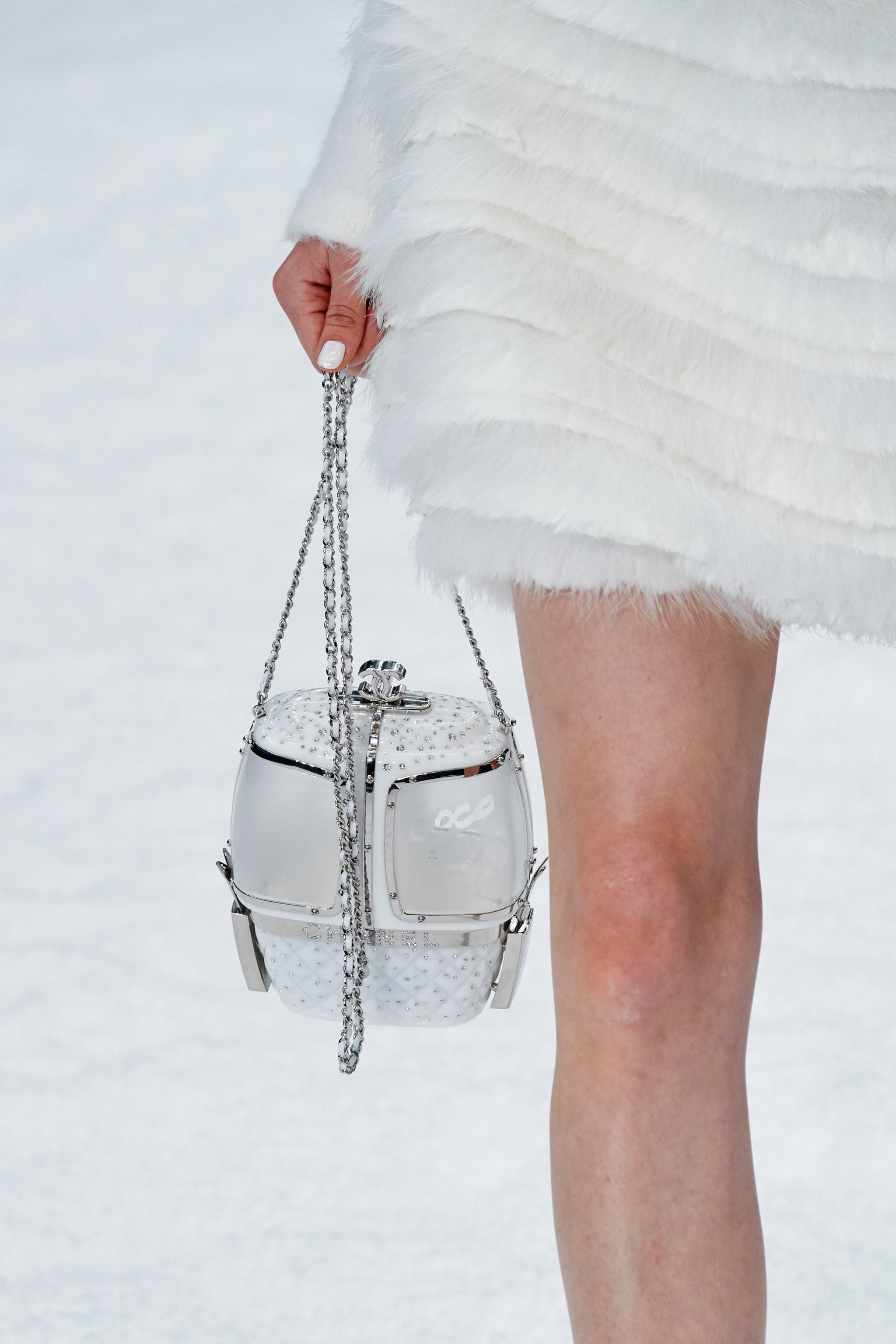 Chanel滑雪场缆车包