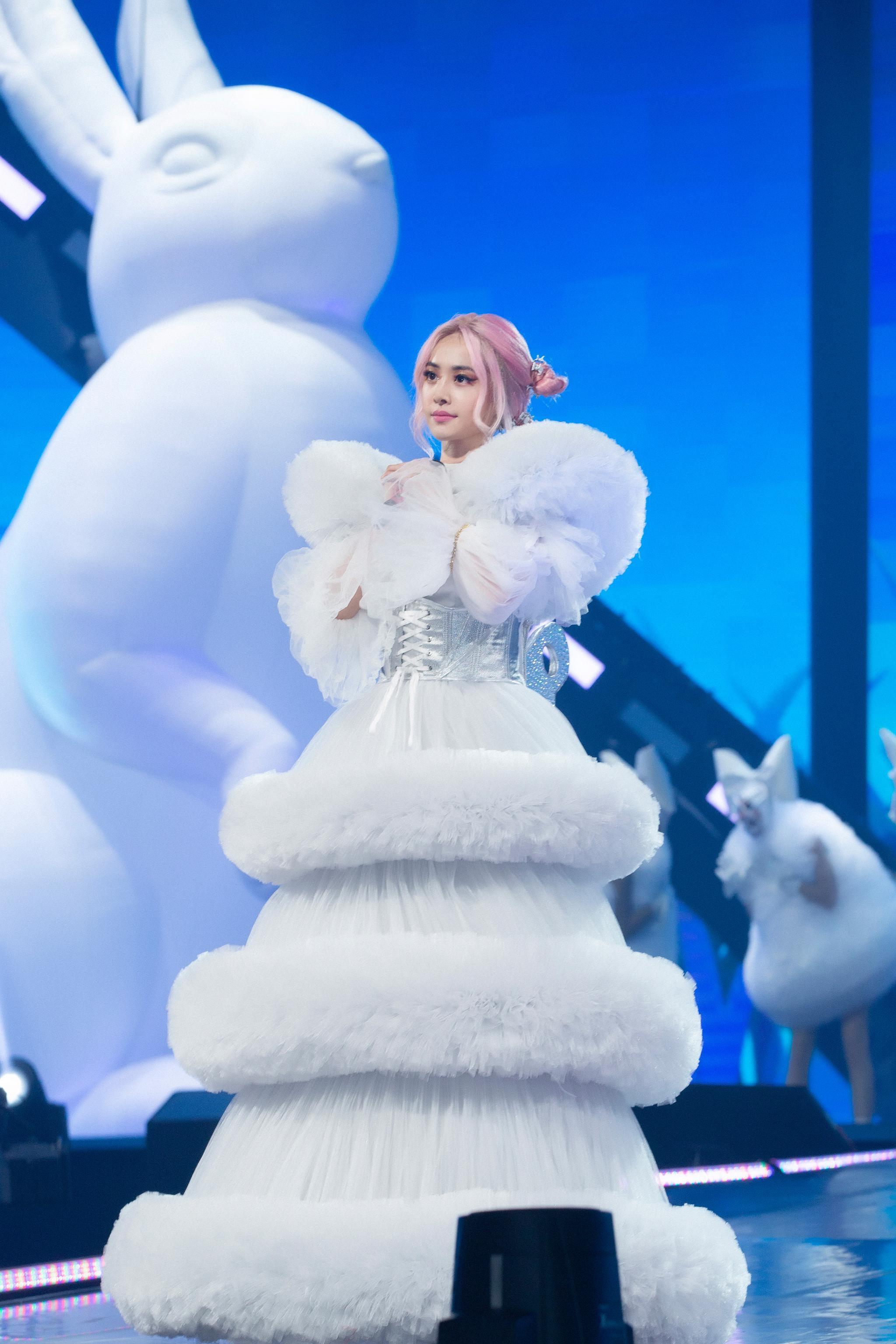 蔡依林uglybeauty演唱会绝美造型来袭 蛋糕裙甜美梦幻