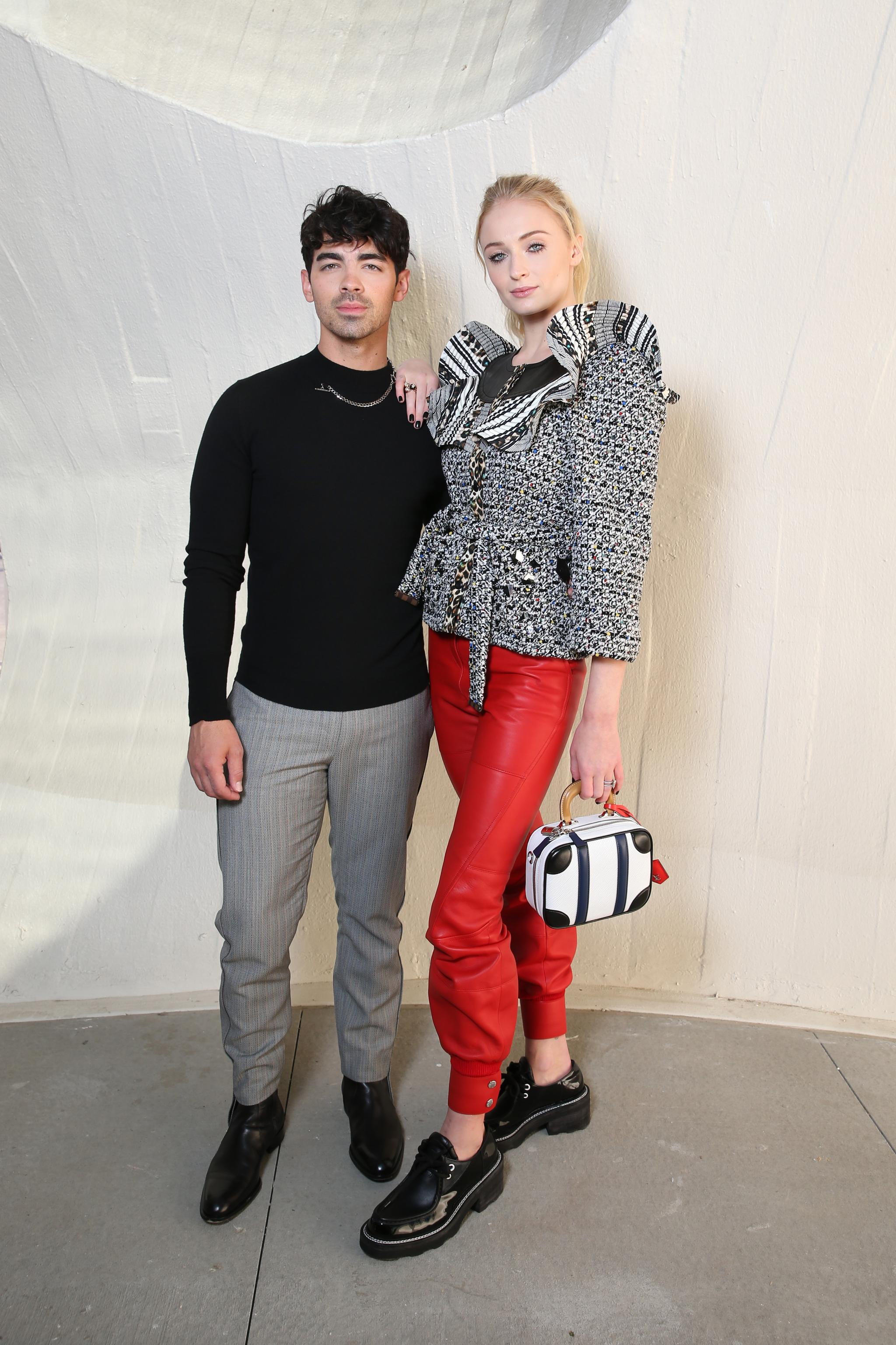 JOE JONAS - SOPHIE TURNER