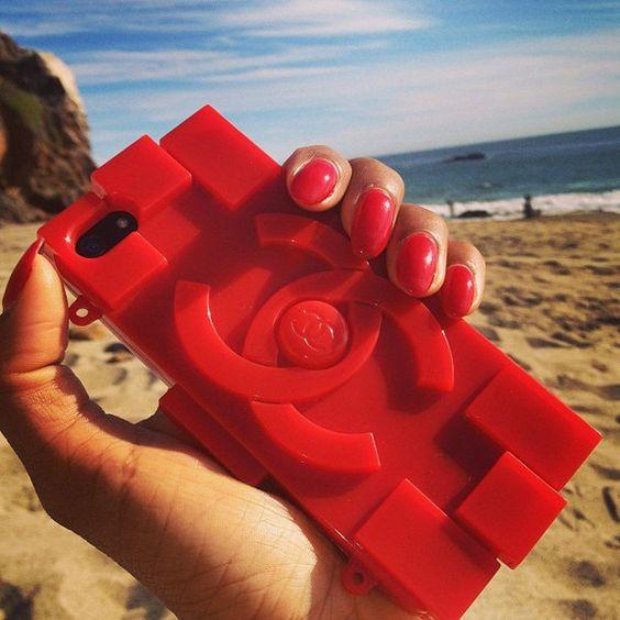 红色手机壳