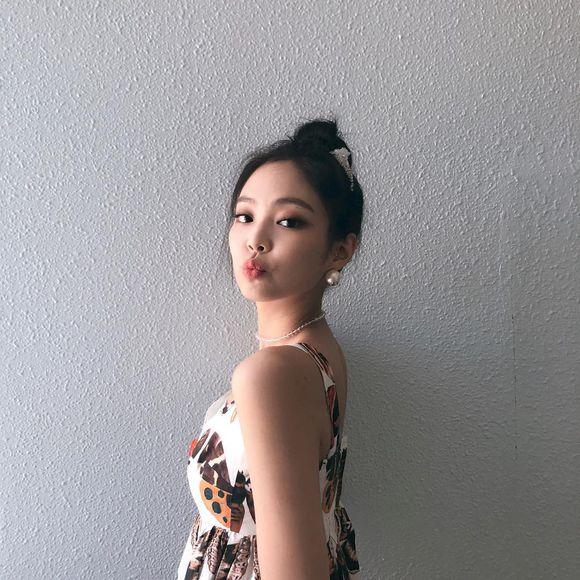 Jennie穿连衣裙