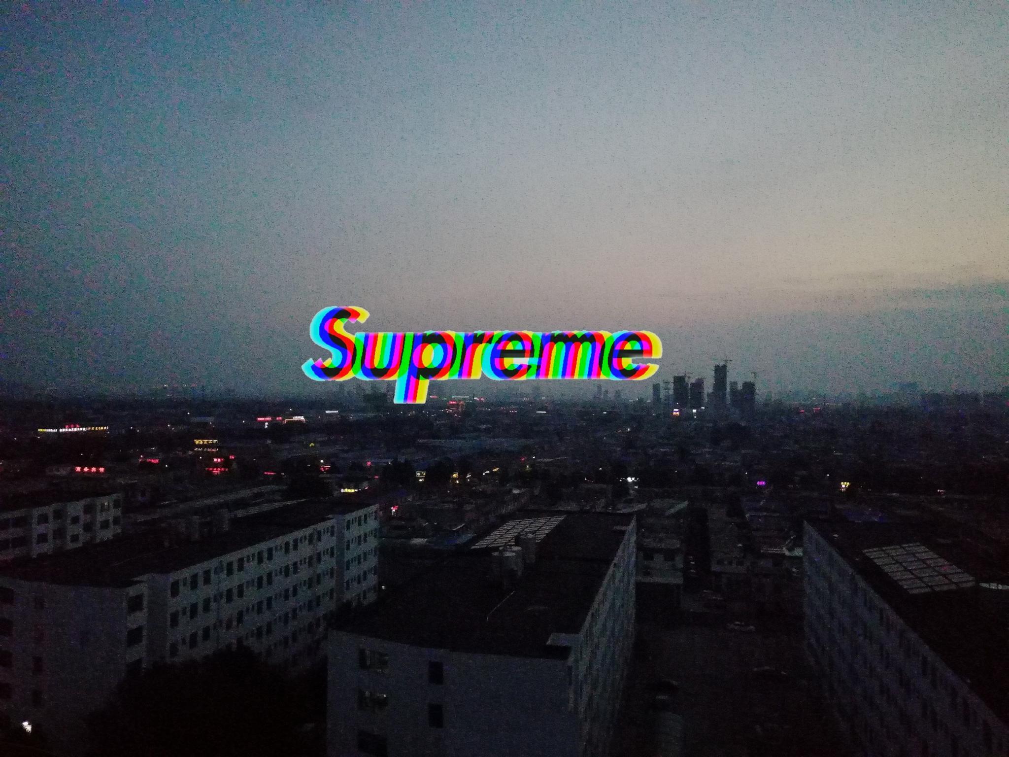 被玩坏的Supreme(图片来自微博)