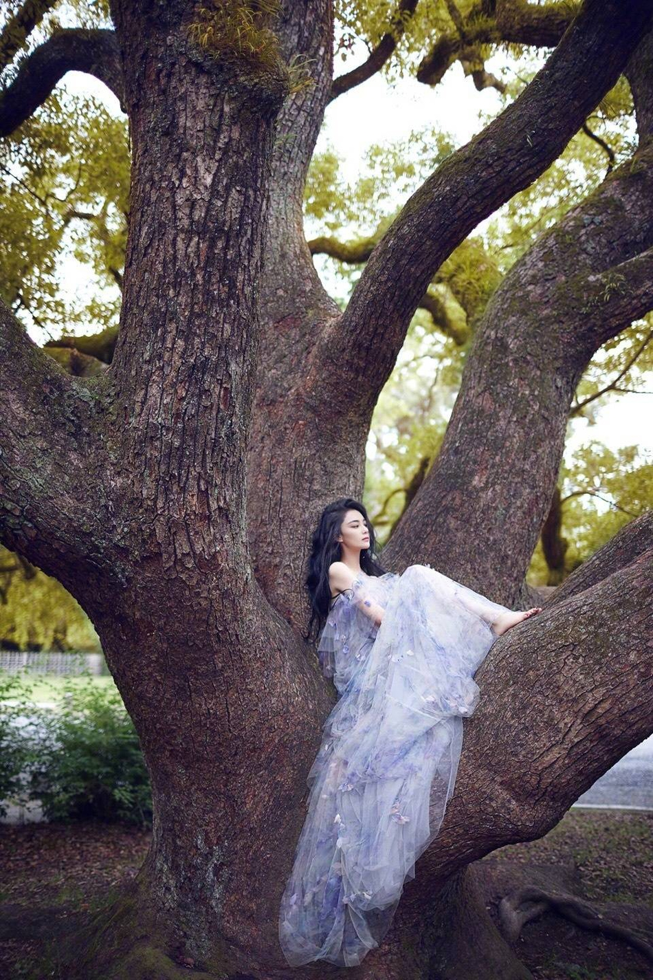 张馨予林间大片 是不可多得的尤物十分惊艳