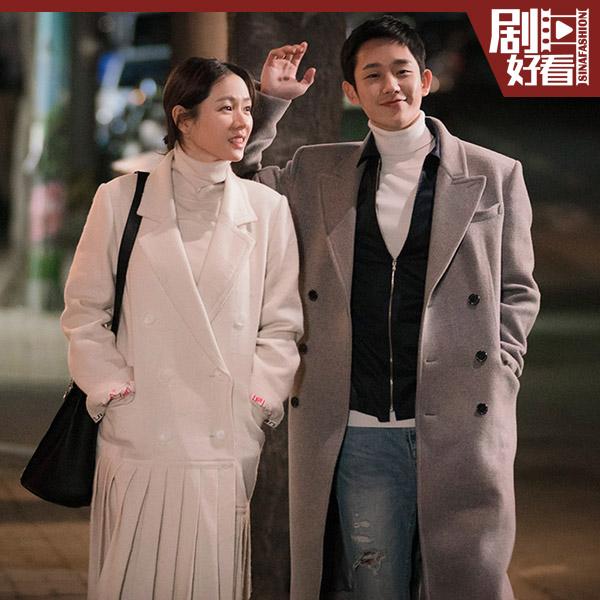 丁海寅和孙艺珍的情侣款高领衫