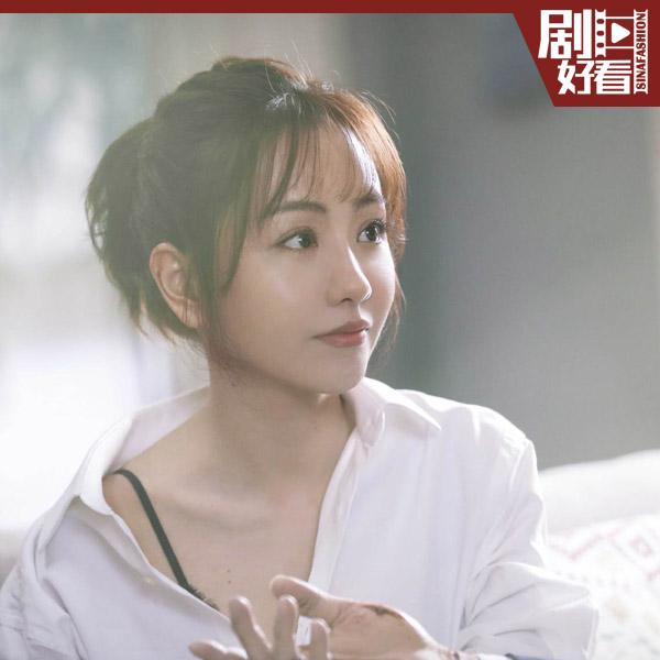 杨蓉穿白衬衫