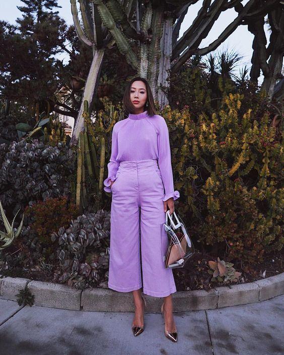 时尚博主穿全身薰衣草紫街拍