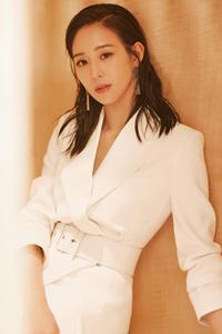 张钧甯白色西装裙优雅大气