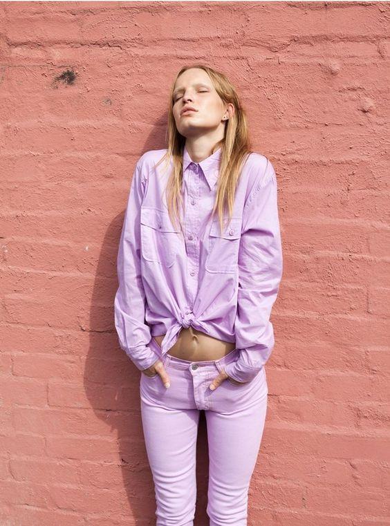 时尚博主示范全身薰衣草紫