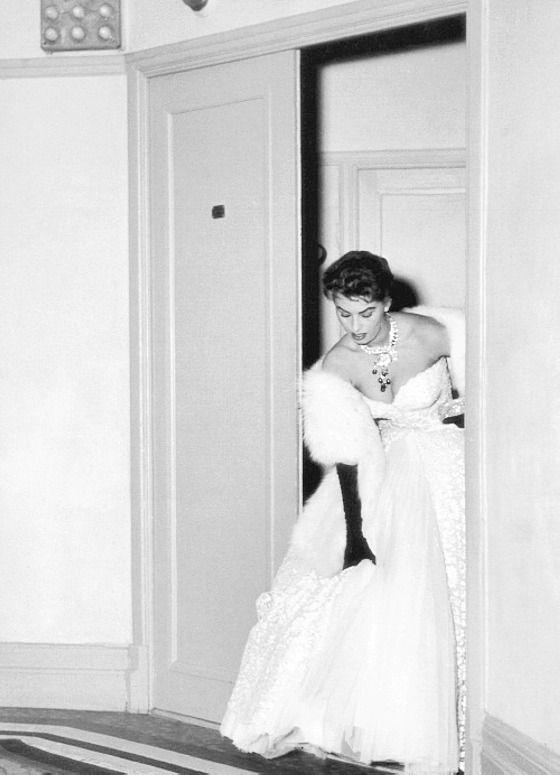 Sophia Loren亮相戛納