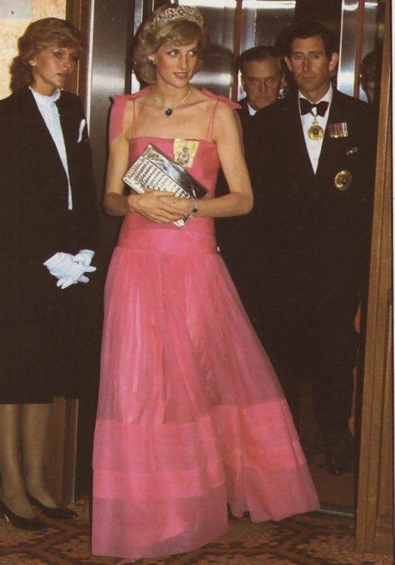 戴安娜王妃穿粉色长裙