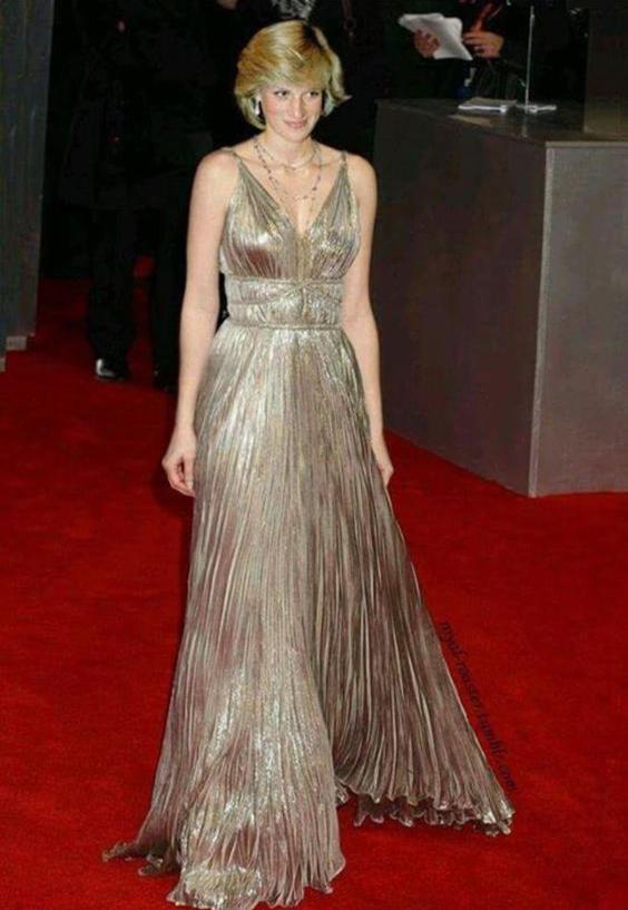 戴安娜王妃金色百褶长裙