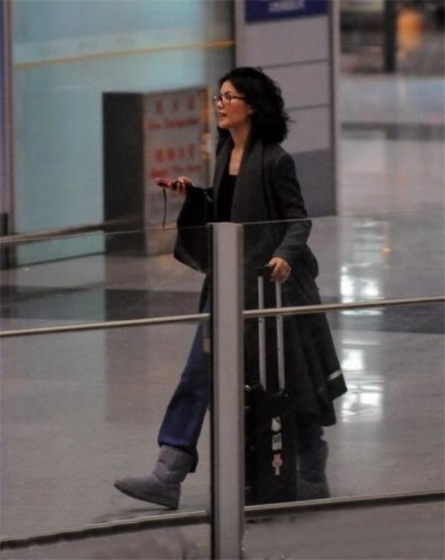 王菲的机场照基本全靠网友
