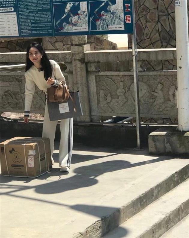 赵丽颖《中餐厅4》路透照