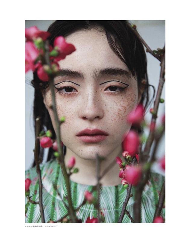 日本模特世理奈拍摄复古时装大片