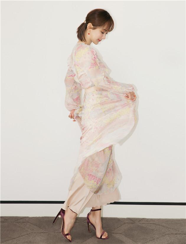 杨紫穿印花长裙