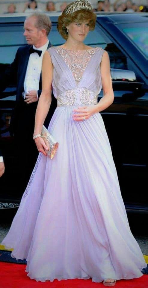 戴安娜王妃穿藕荷色长裙