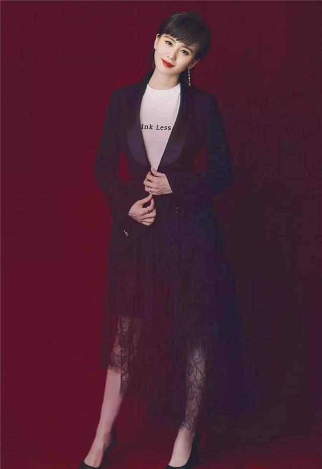 刘诗诗的甜酷风蕾丝造型