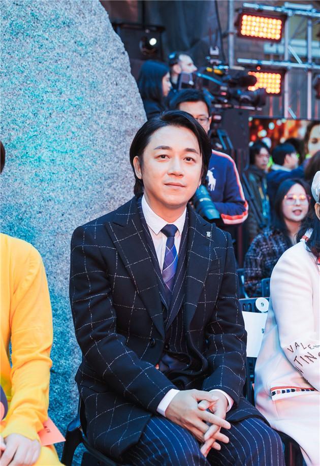 李依晓霸气开场 设计师品牌Li-Chang墨尔本时装周秀出摩登中国范儿李依晓时装周设计师品牌
