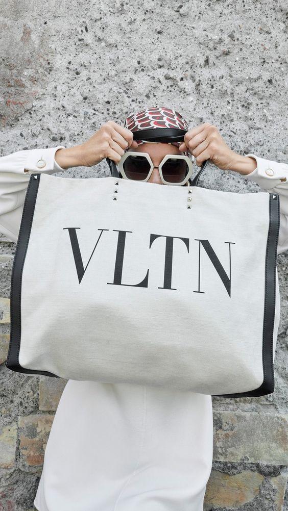 Valentino大logo包包