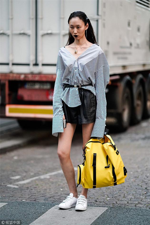 时尚博主示范帅气皮裤