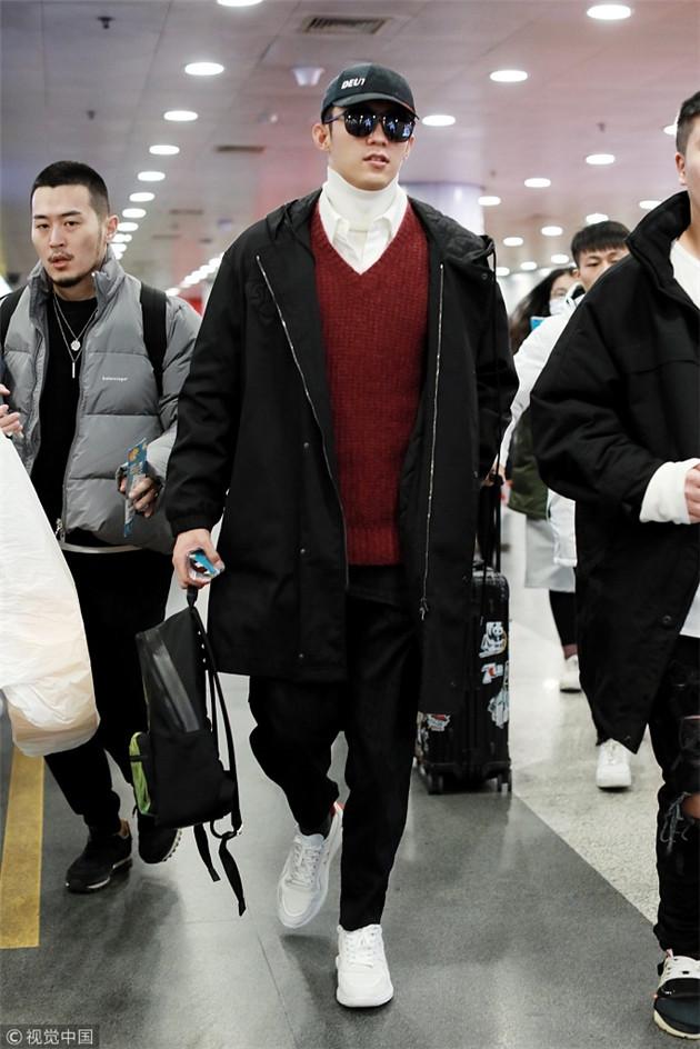 黄景瑜穿红色毛衣