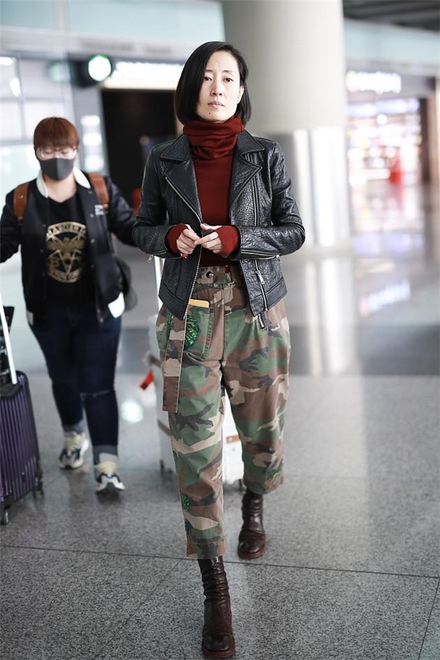劉敏濤穿酷帥皮衣