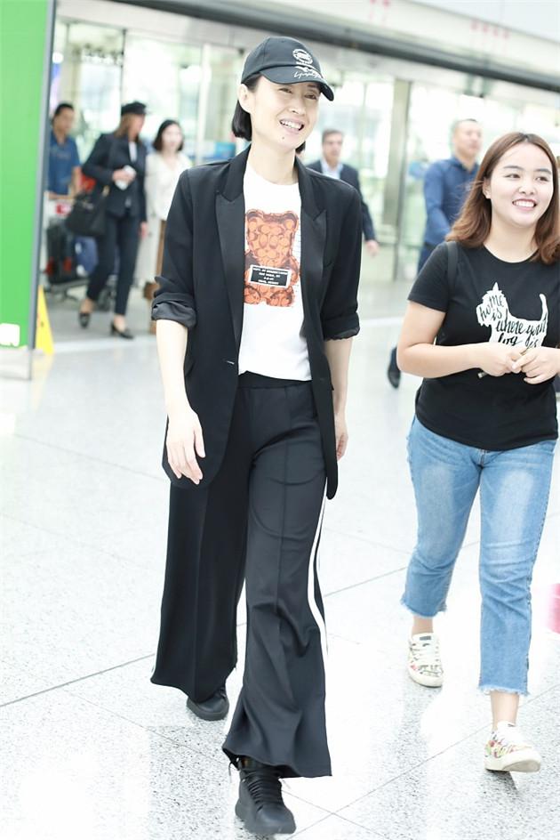 劉敏濤穿黑色西裝