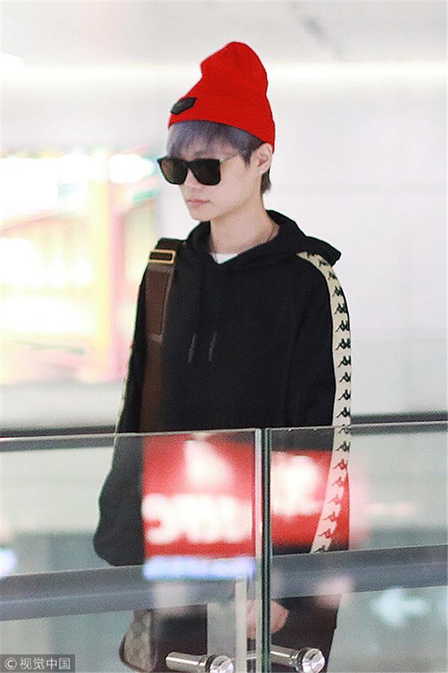 李宇春戴红色针织帽