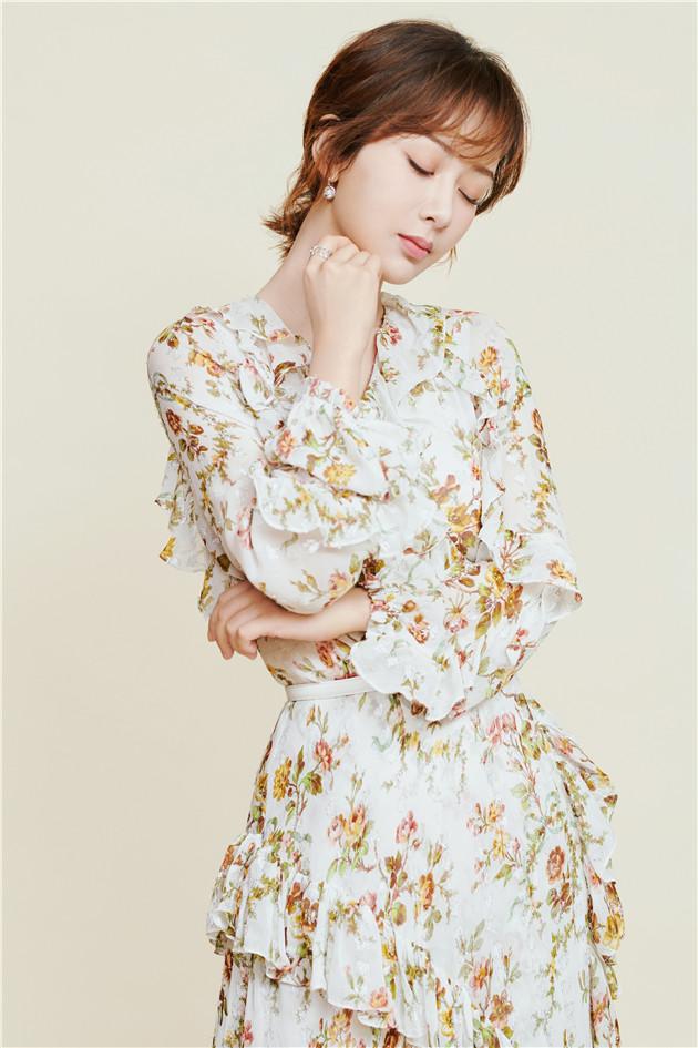 杨紫穿印花裙